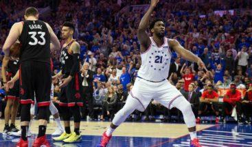 Embiid impone su poder y Sixers toman ventaja ante Raptors