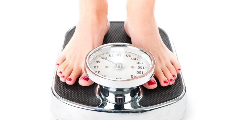 Pesarse cada día, la estrategia para prevenir el aumento de peso en vacaciones