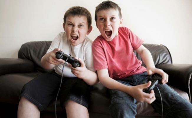 Estudio: videojuegos violentos afectan al comportamiento de niños ante armas reales
