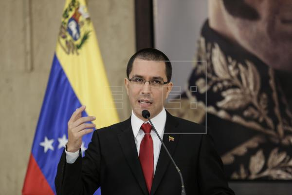 Canciller de Venezuela vuelve a pedir protección a embajada en Washington ante