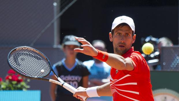 Djokovic arrolla a Kohlschreiber y jugará en cuartos contra Del Potro