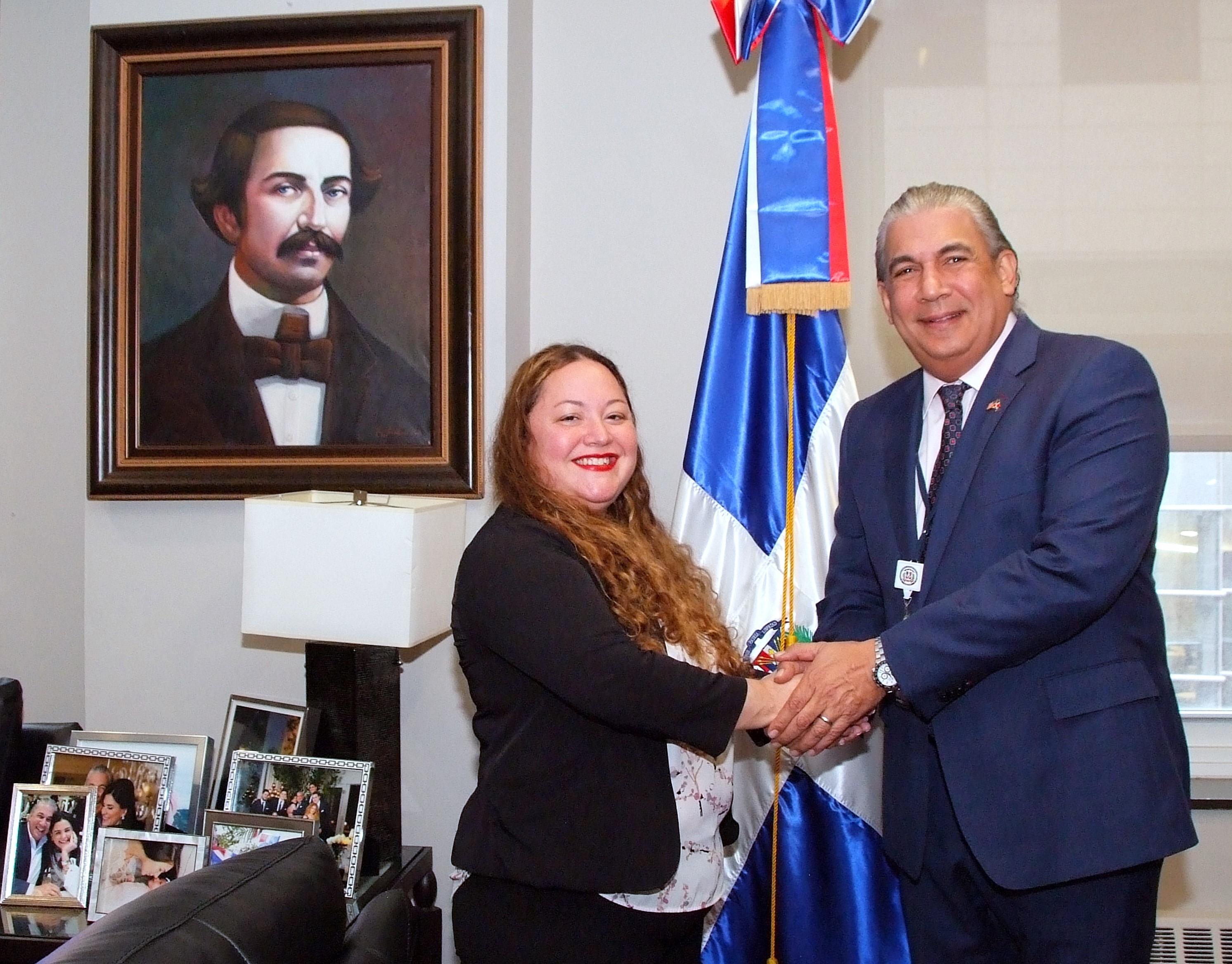 """Consulado Dominicano en NY anuncia programa migratorio """"Defensa de la Libertad"""" para asistir a dominicanos"""