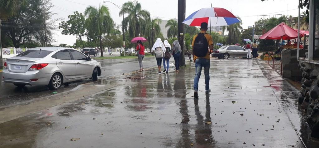 Onamet: Débil vaguada sobre PR provocarán chubascos locales