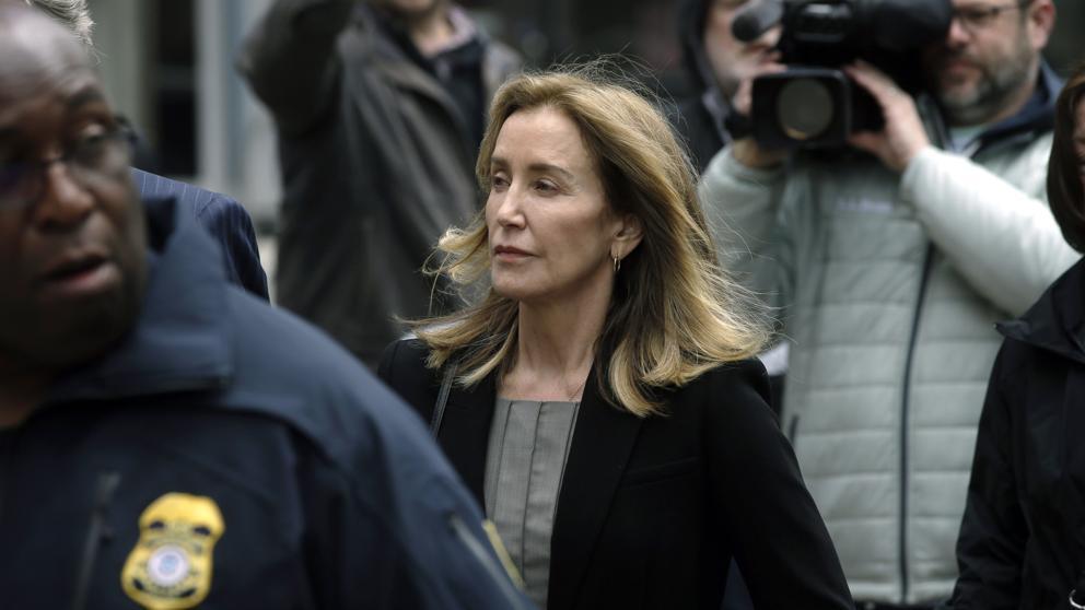 Felicity Huffman se declara culpable de estafa en EEUU por caso universidades