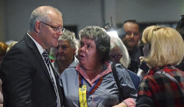 Arrojan un huevo al primer ministro australiano durante campaña electoral