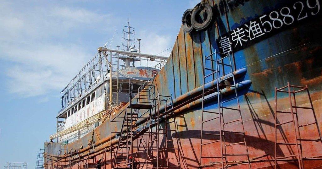 Al menos 10 muertos y 19 heridos por fuga de dióxido de carbono en un barco carguero