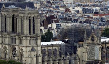 ¿Una piscina en el techo? Proponen un novedoso diseño para restaurar la catedral de Notre Dame