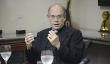 Monseñor Massalle critica ordenanza mejoraría igualdad de género emitida por Educación