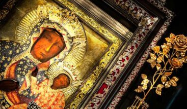 Detenida en Polonia por hacer carteles de la Virgen con arco iris en aureola