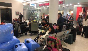 Suspensión de vuelos de EE.UU. a Venezuela deja a pasajeros varados en Miami