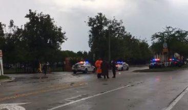 Hombre hiere tres personas con un cuchillo en una escuela de Miami-Dade