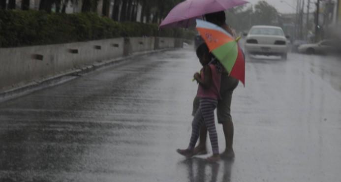 Vaguada y onda tropical provocarán nublados, aguaceros y tronadas, según Onamet