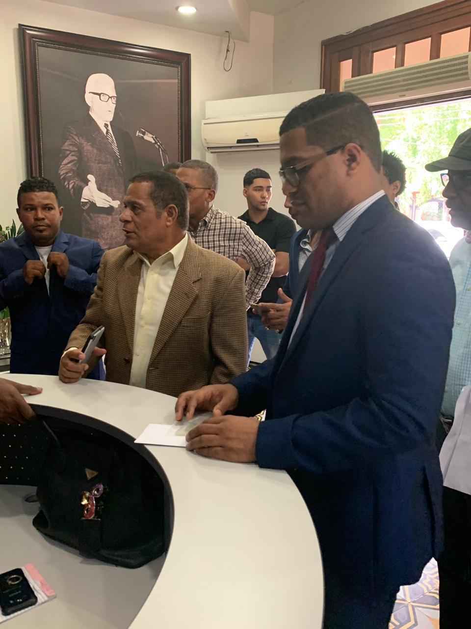 Presidente de la Fundación ENCOMÚN, Moisés Ramírez inscribe precandidatura