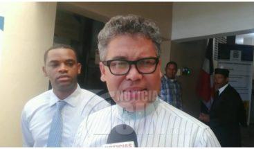 Carlos Peña somete acción de amparo contra regulaciones del Metro y Teleférico