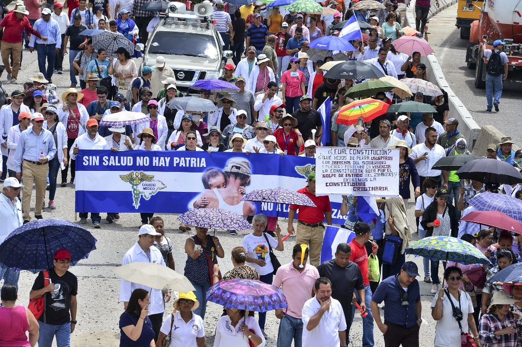 Maestros y médicos de Honduras rechazan nuevo llamado del Gobierno al diálogo
