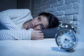 Tomar pastillas para dormir podría causar insomnio