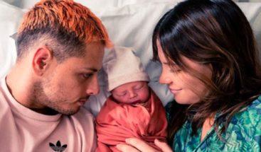 Chicharito comparte momento exacto del nacimiento de Noah, su primer hijo
