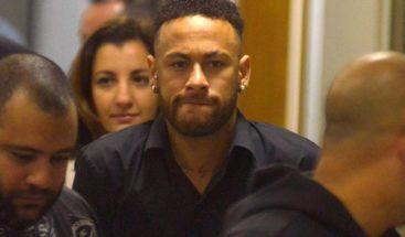 Neymar llega a la comisaría para declarar por acusación de violación