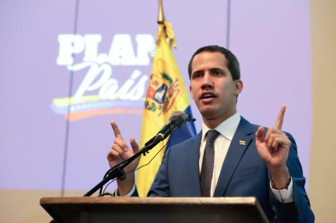 Guaidó pide a Colombia investigar supuesta corrupción de sus delegados