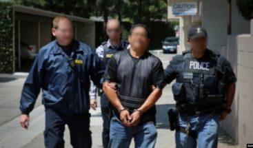 Inmigración de EEUU arresta en redadas a 140 extranjeros por varios delitos