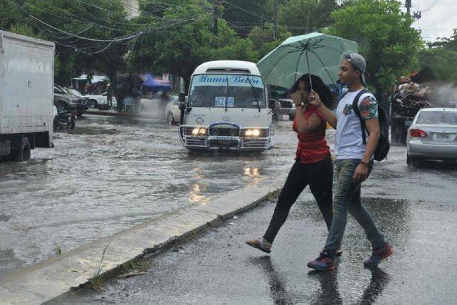 Primera onda tropical de la temporada provocará lluvias en el país, según Onamet