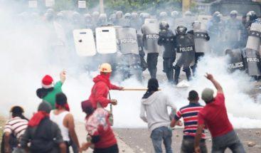 Dos muertos y una veintena de heridos en protestas violentas en Honduras