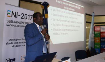 Abordan aporte a la economía, acceso a salud y protección social de población inmigrante en RD