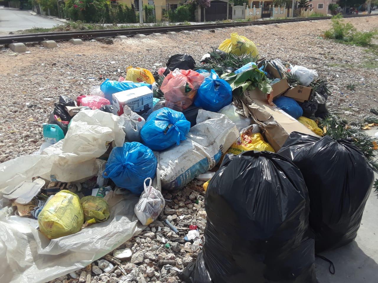 Moradores de La Romana se quejan por falta en la recogida de basura