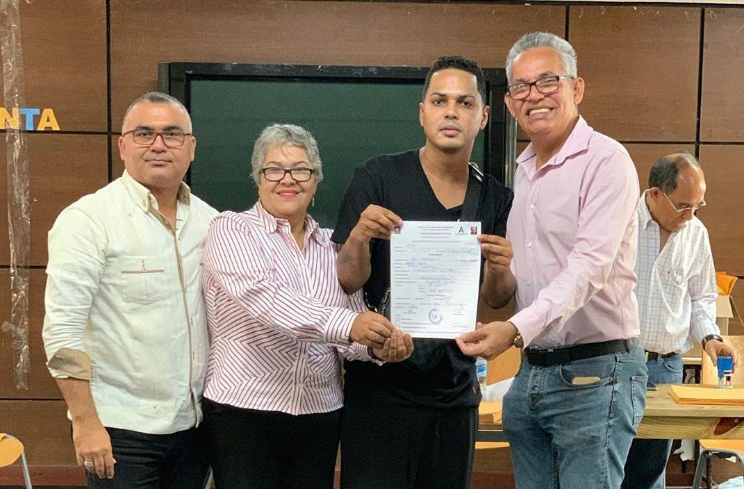 Correa, El Boli y Alofoke inscriben precandidaturas en el PLD como diputados