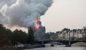 Celebran primera misa en Notre Dame tras devastador incendio