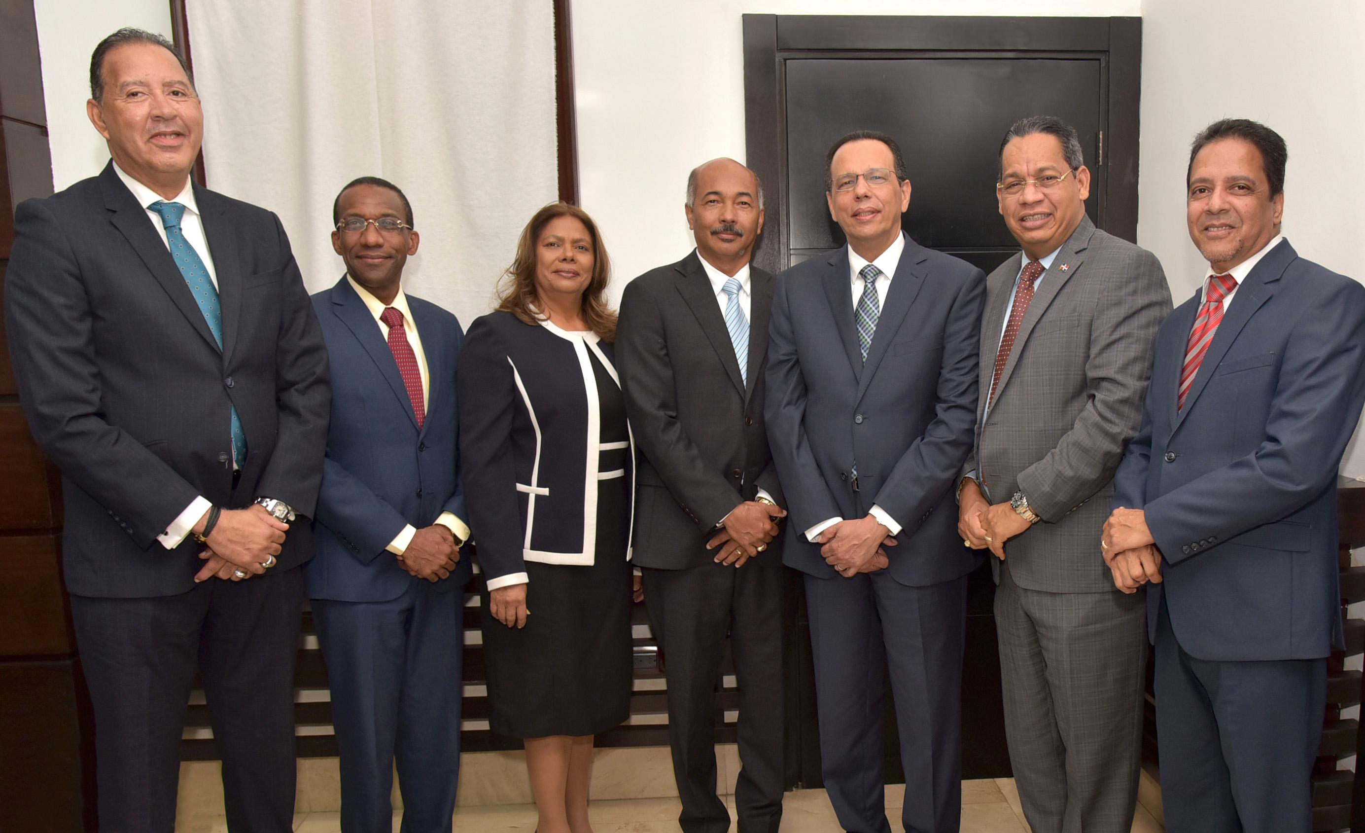 Ministro de Educación, presidente de Mesa de Diálogo y Representación Cristiana se reúnen