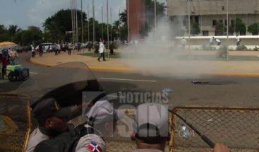 Un herido en protestas frente al Congreso Nacional en contra proyecto de ley de Examen Único de Residencias