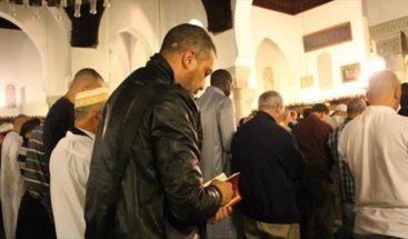 Dos heridos de bala delante de una mezquita en Francia, el autor se suicida