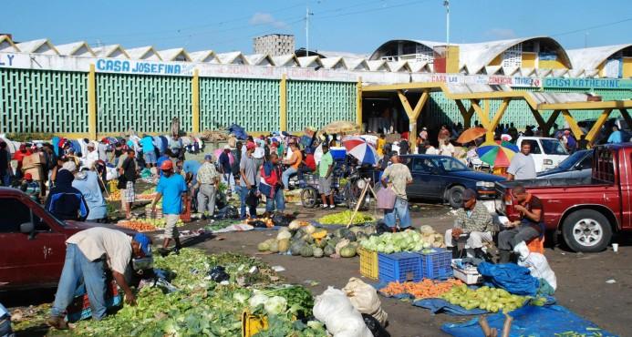 Collado deja iniciado trabajos construcción varias obras en el mercado de la Duarte