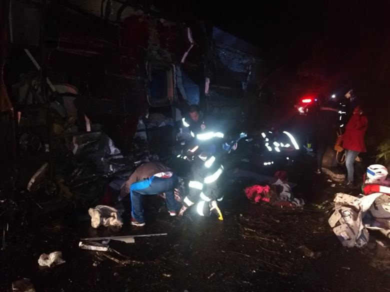 Al menos 10 muertos y 51 heridos en un accidente de autobús en Brasil
