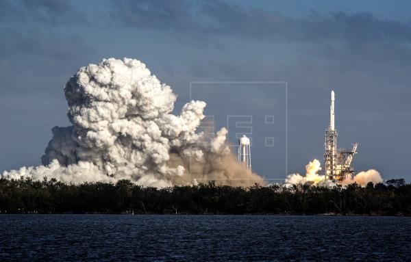 SpaceX lanza al espacio 24 satélites del Pentágono y NASA, entre otros