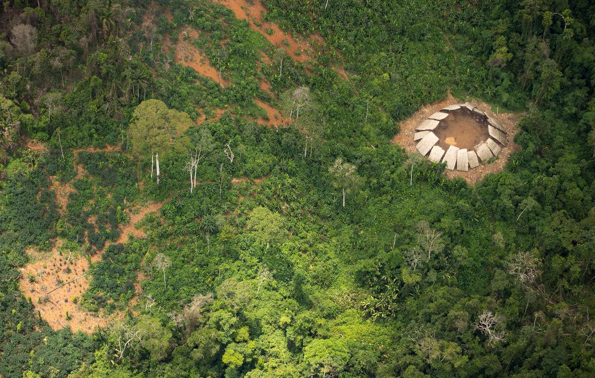 Unos 10.000 buscadores ilegales de oro invadieron tierra indígena en Brasil