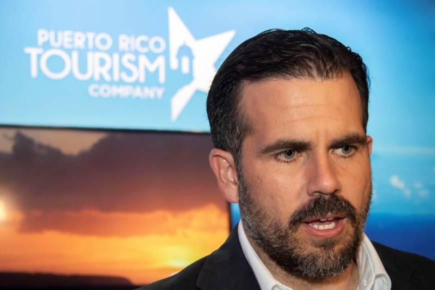 Gobernador de Puerto Rico firma 18 medidas legislativas en medio de escándalo