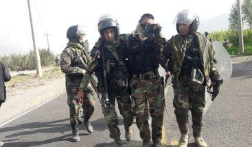 Protesta contra proyecto minero deja tres policía heridos en el sur de Perú