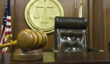 Adolescente graba cómo viola a una menor, pero el juez considera que merece clemencia por