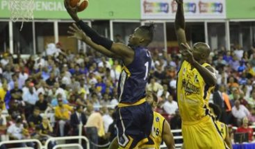 Comienza la final del Baloncesto Superior del Distrito entre Mauricio Báez y Rafael Barias