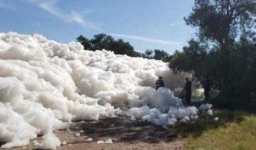 Fallece una persona víctima de una extraña espuma tóxica en un río mexicano