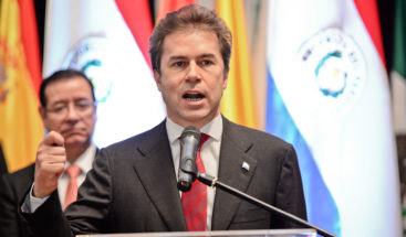 Canciller paraguayo y dos funcionarios más renuncian por acuerdo con Brasil