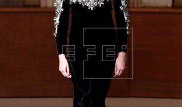 Chanel minimalista e intelectual en la primera alta costura de Virginie Viard