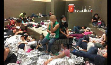 Organismo de control reconoce hacinamiento en centros de migrantes en EE.UU.