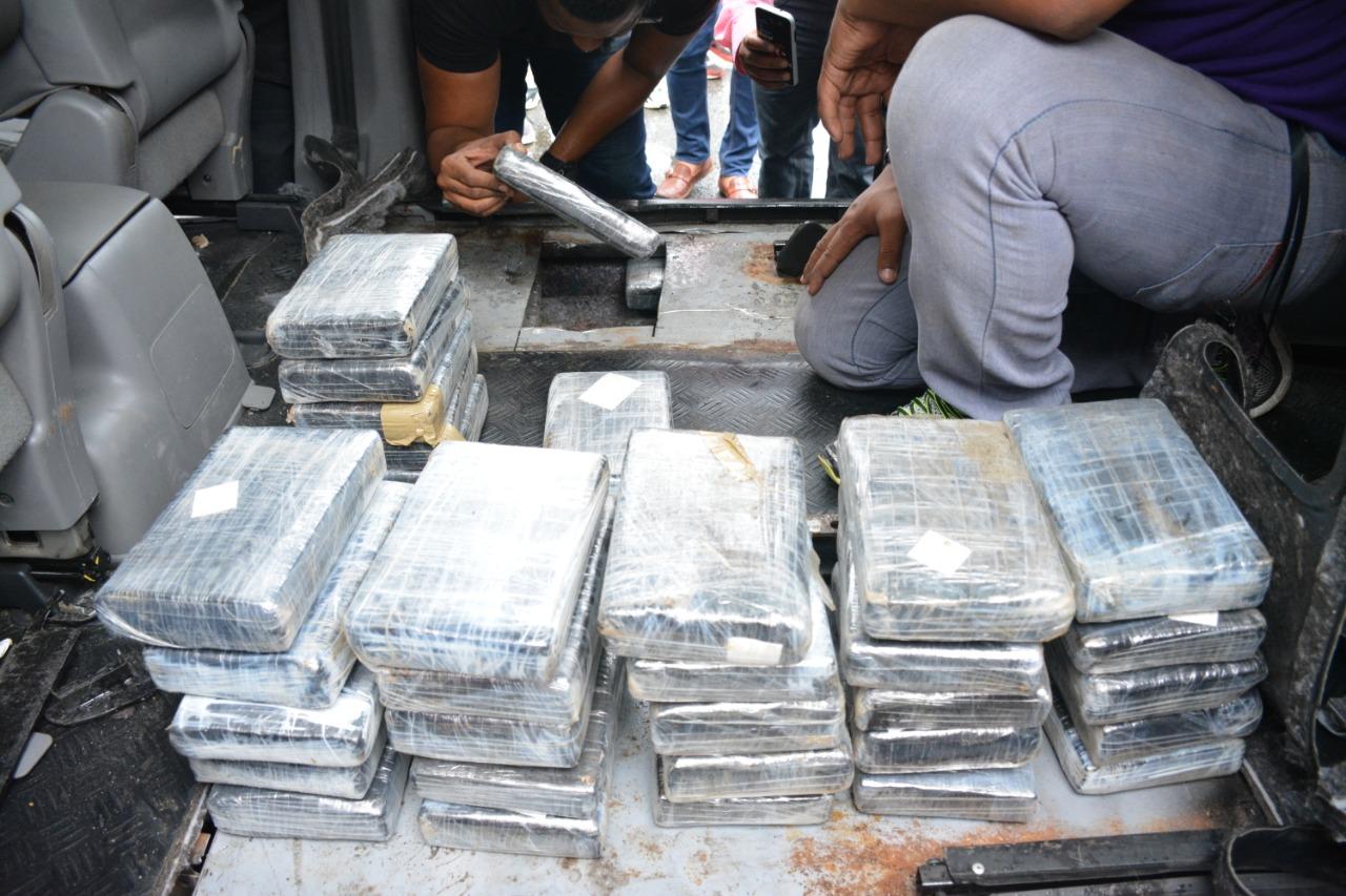 Ocupan 91 kilos de cocaína durante operativo en la provincia Duarte