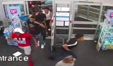 Multitud saquea una farmacia en Filadelfia