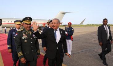 Medina regresa al país luego de participar en toma de posesión presidente de Panamá