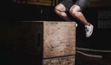 Un adolescente sin brazos supera un reto de salto y se convierte en un ejemplo inspirador en la Red