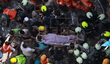 13 muertos y 10 heridos en derrumbe en Bombay, mientras el rescate continúa